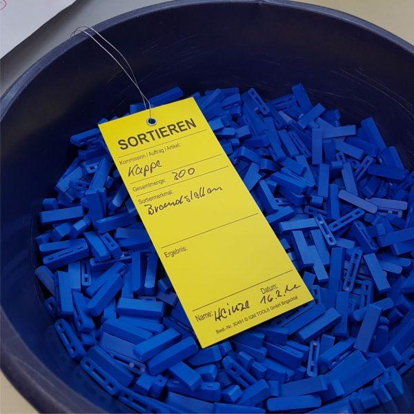 Hängeetiketten mit Öse und Draht Kunststoff - Sortieren
