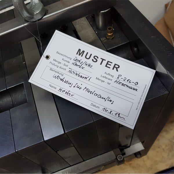 Hängeetiketten aus stabilem Karton mit Draht - Muster